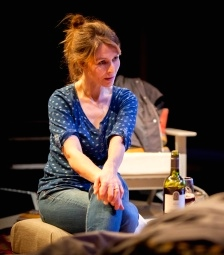 the_distance_1_-_helen_baxendale_-_orange_tree_theatre_-_photo_by_helen_warner_-_web